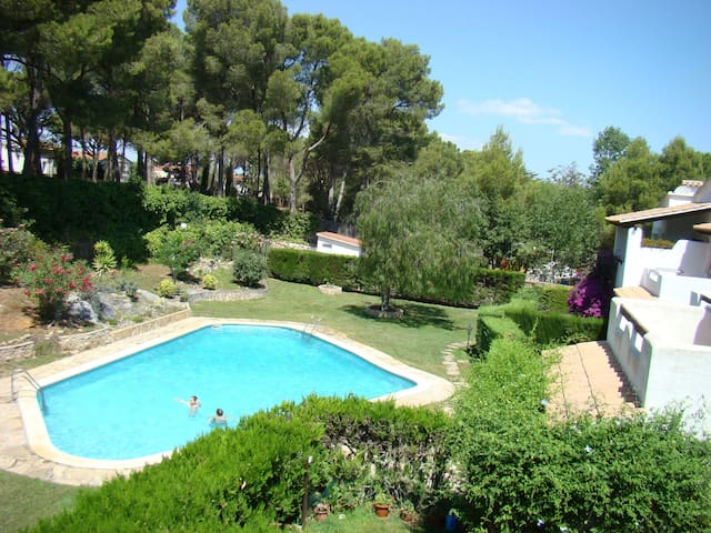 APARTMENT WITH POOL , AIR CONDITIONER IN L'ESCALA. COSTA BRAVA.