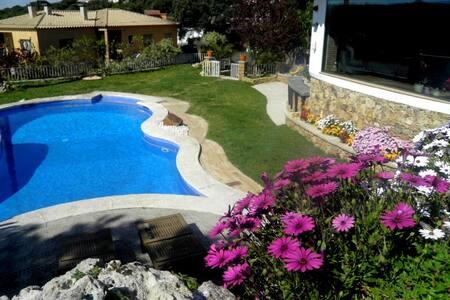 Preciosa villa en Santa Cristina d'aro. - Santa Cristina d'Aro - บ้าน