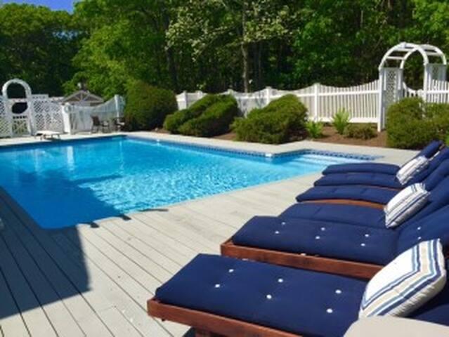 East Hampton Pool and Tennis Retreat - East Hampton