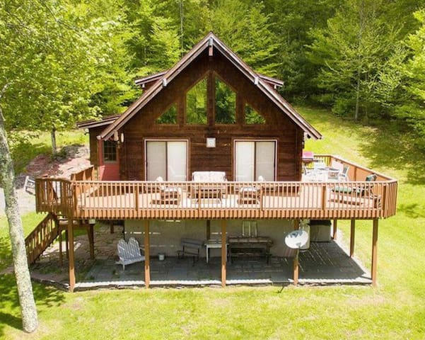 PRIVATE 5 BR Retreat In The Heart Of The Catskills