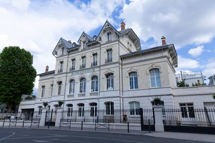 Gare Godillot Studio bleu