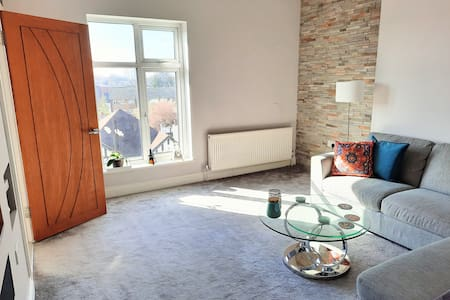 Cosy Room for Female in Croydon - Free Parking
