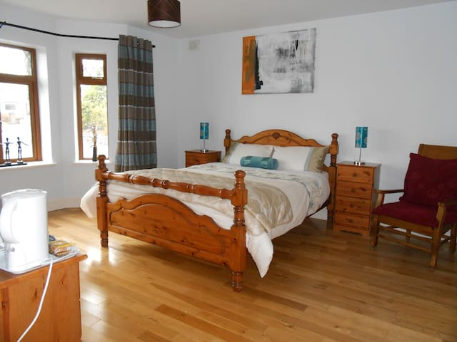 B&B 2 mins from Athlone Golf Course