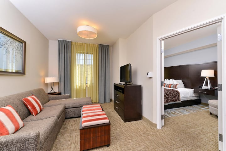 Enjoyable Suite Two Double Beds At Stone Oak Area