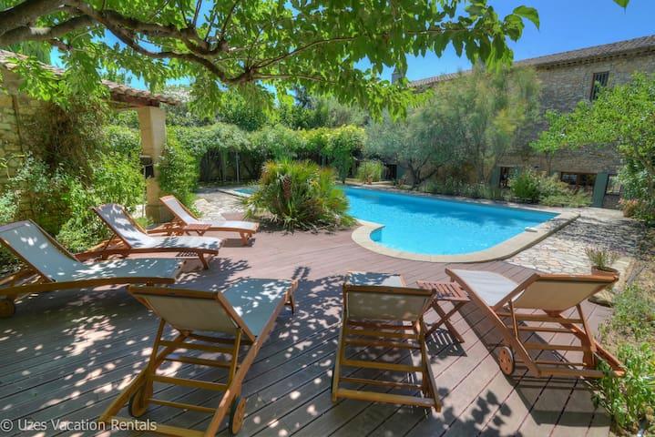 Mas de village au calme avec piscine - Blauzac - House