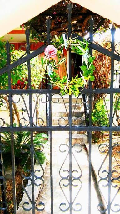 Η είσοδος του σπιτιού