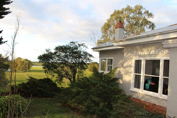 Captains Creek Bundaleer (Two Bedroom) Farmhouse - Blampied - Casa