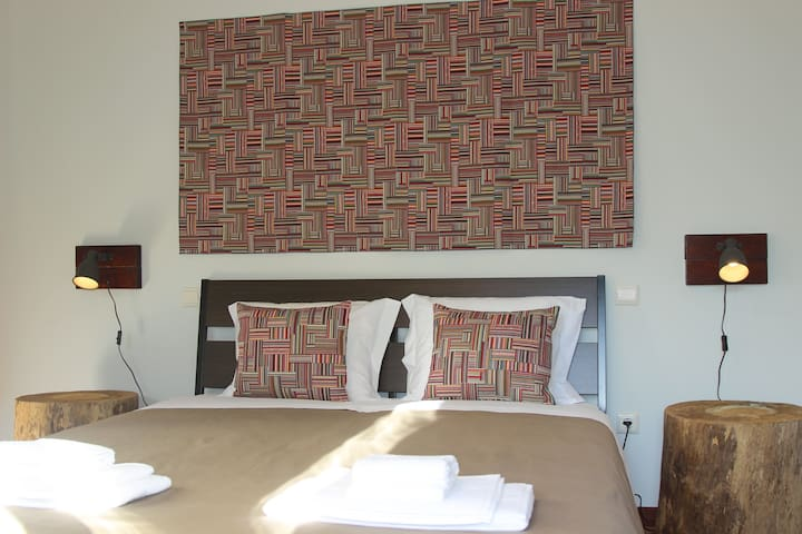 AC House 1 - Private room with queen bed - Porto - Huis