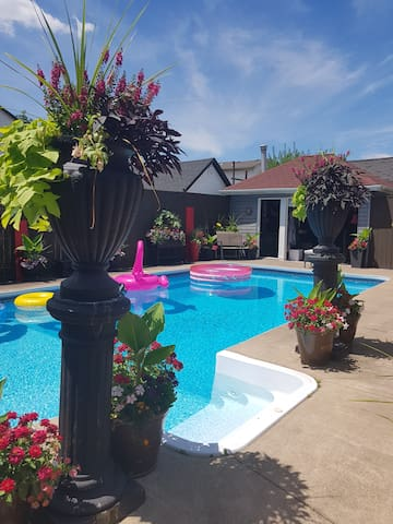 Heated pool  to enjoy from May to mid Sept