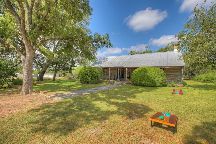 Historic Log Cabin Retreat Near Town on 5 Acre's!