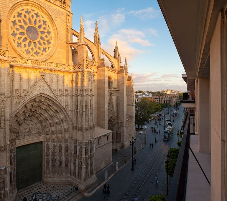 Puerta catedral suites apartments for rent in sevilla for Puerta catedral suites
