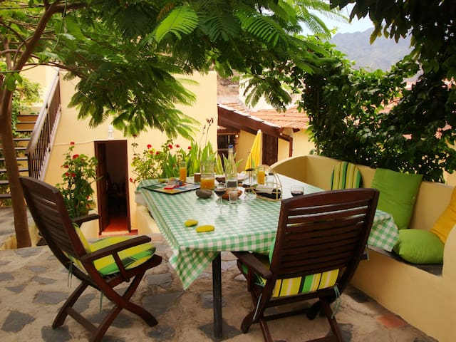 Pilar - mit viel Platz und mehreren Terrassen - Hermigua