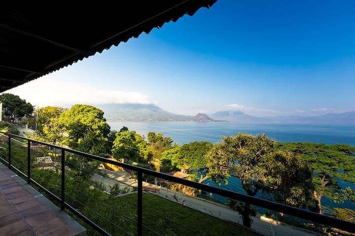 3 Bd house BREATHTAKING views in Sn Antonio Palopo