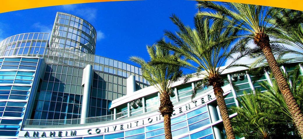 New! Walk to Convention Center & Disneyland!