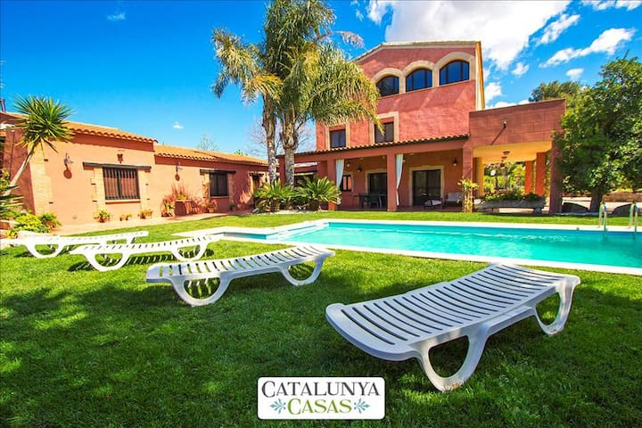 Alluring Villa Cabre Vinyols for up to 14 people in Costa Dorada! - Costa Dorada - Vila