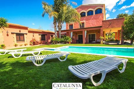 Alluring Villa Cabre Vinyols for up to 14 people in Costa Dorada! - Costa Dorada - Willa