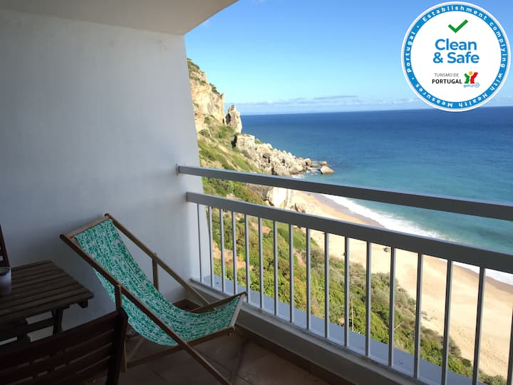 Apartment over the beach with private parking.