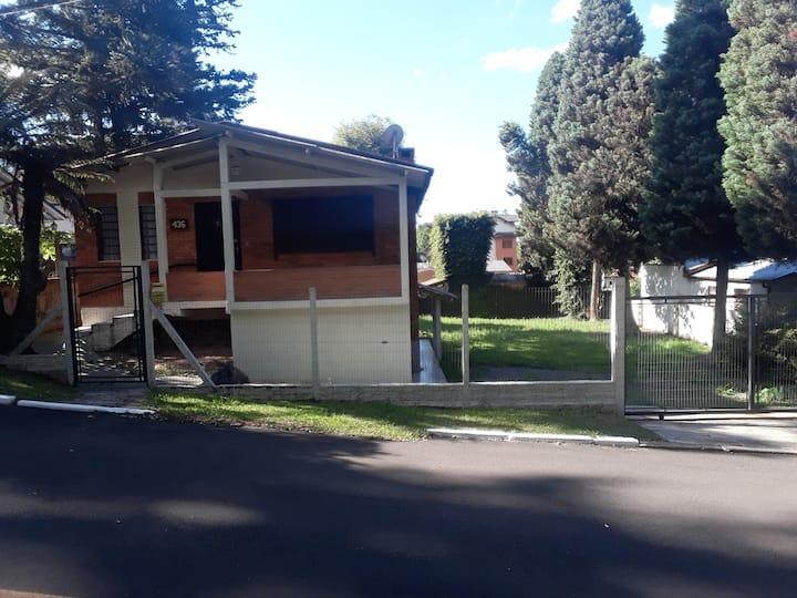 Casa em Gramado, próximo ao Centro. R$180,00
