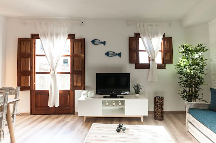 APARTMENT 50m to the BEACH near the CASTLE