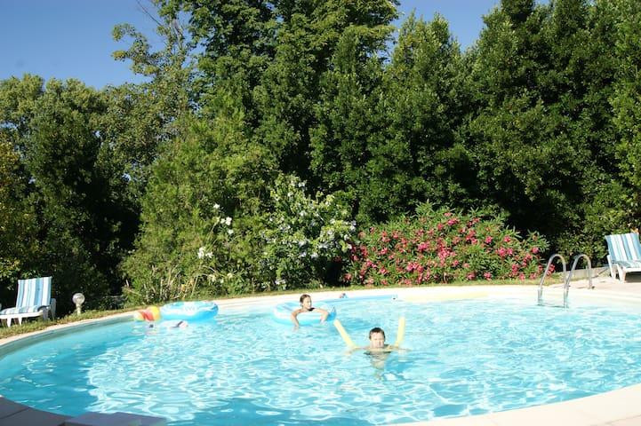 Gîte coquelicot, 7pers, piscine, vue sur l'Ardèche