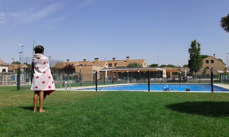 Ático en Foz con piscina y padel. Playa Rapadoira