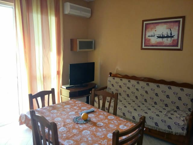 Apartment 80 m from the Seaside - Golem - Pis