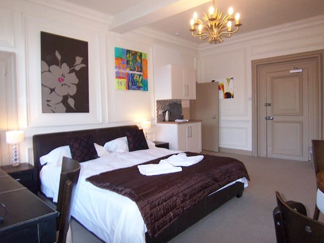 Contemporary Suite 15 within historic building - Derbyshire - Bed & Breakfast