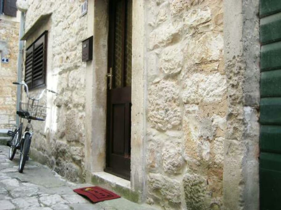 Old stone Vis street only 50m from ferry port, ideal location