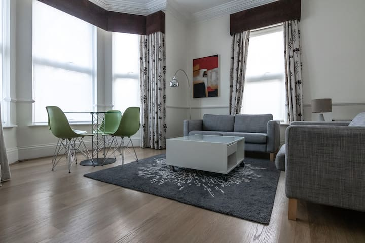 Stunning one bedroom close to Kew Gardens!