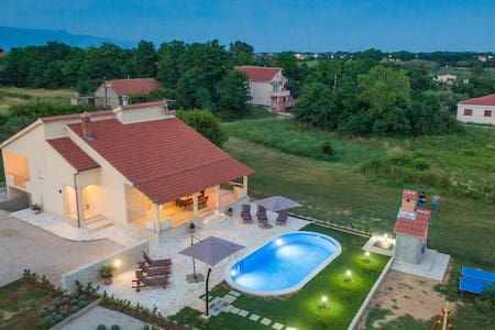 Beautiful  Villa Paola  with heated pool