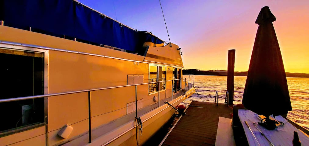 CDA houseboat- unlike any other lakefront getaway!