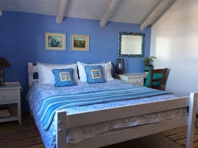 Bedroom 1 .... Queen bed with electric blanket ...
