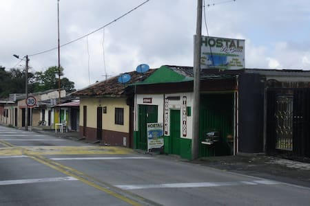 Hostal La Bella, Calarca, Quindio - Habitación 03 - Calarcá