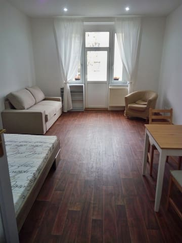 Pleasant apartment with terrace, 1 min. from metro - Prague - Flat