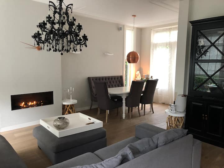 Cosy Family house ( 8 min drive from the beach)