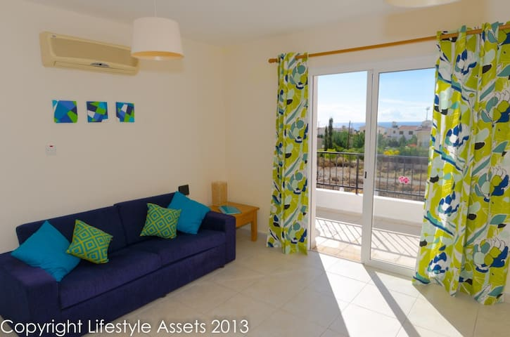 Enjoy sea views from roof terrace - Peyia - Daire