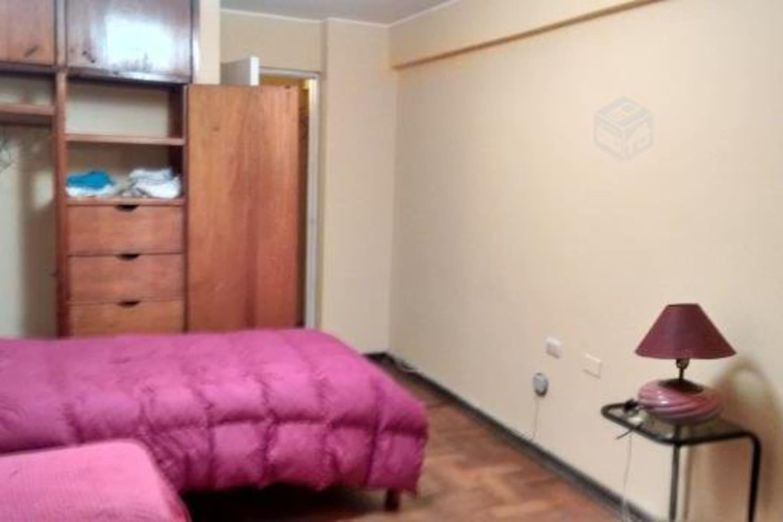 Amplia habitacion compartida (2) con sus camas y muebles , soleada y ventilada con escritorio y closet