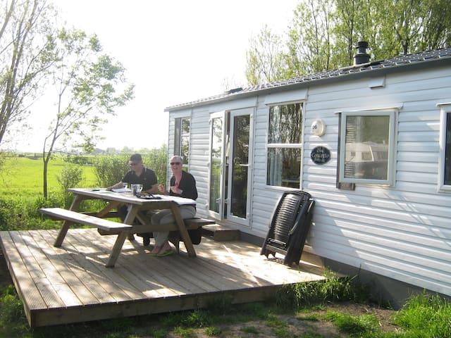 Kleiner Campingplatz direkt am Wasser in Friesland - Heeg - Almhütte