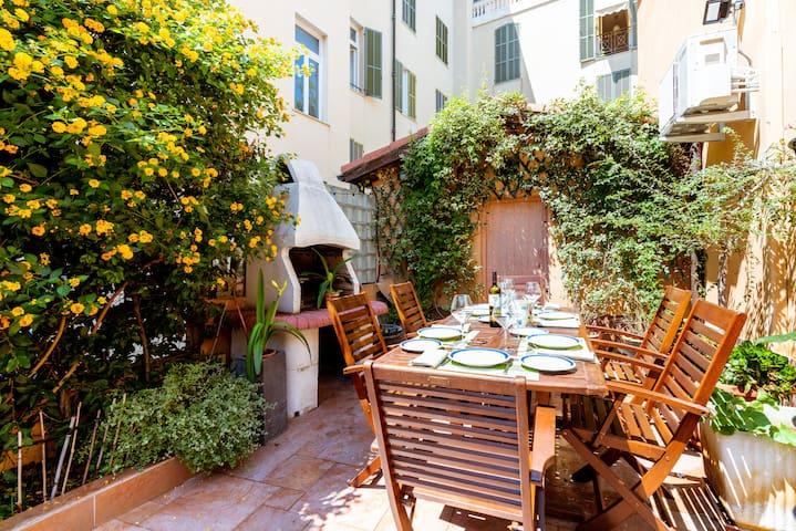 Villa Vallone - 4 bedrooms, Garden & BBQ, Cinema
