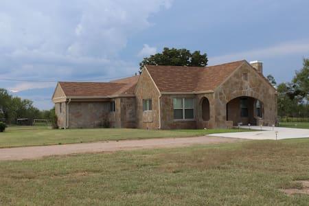 ROCK HOUSE RANCH - Abilene