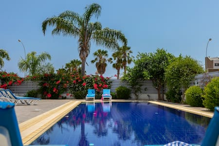 Contemporary, Private Villa,Luxury Pool-Near Beach