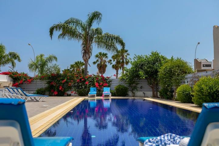Contemporary, Private Villa,Luxury Pool-Near Beach