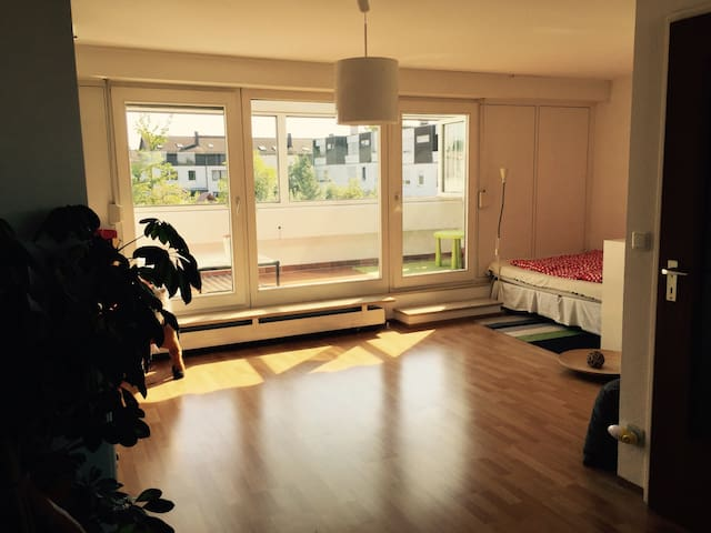 Eigene Etage mit Küche, Bad und Wintergarten