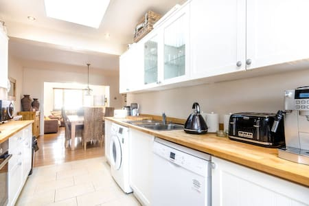 Lovely 3 double bedroom with garden - Sutton - 独立屋