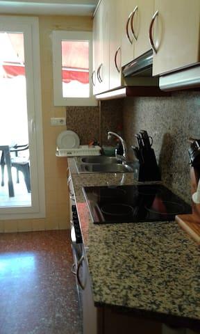 Alquilo habitacion en piso centrico - Valencia - Wohnung