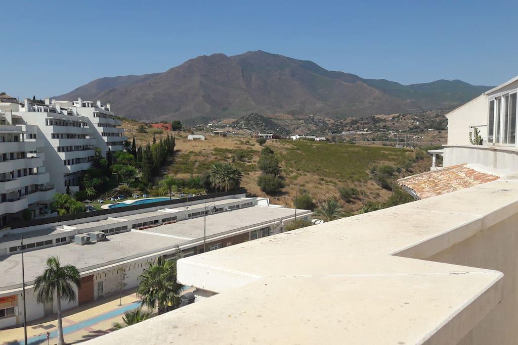 Вид на горную гряду с соляриума
