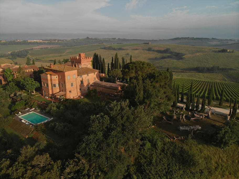 Twin Bedded Room In A Tower Near Montepulciano Bed And