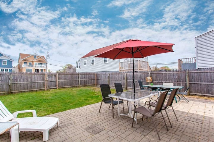 Cozy Beach Bungalow, big yard and lots of parking - Manasquan - Σπίτι