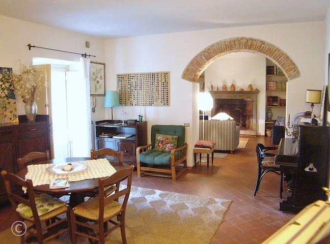 Pool apartment close to Lucca. Walk to village. - Lucca - Flat