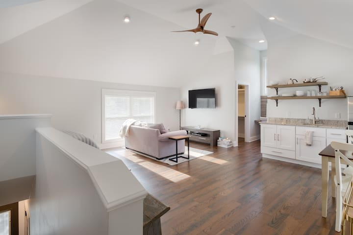 Charming Reynoldstown Carriage House
